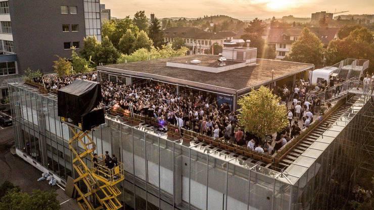 Der Rooftop-Rave zog in Bern 2019 hunderte Partygänger an.  Foto: ZVG/Mosaik
