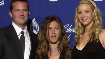 Matthew Perry mit Jennifer Aniston (m) und Lisa Kudrow (r) (Archiv)