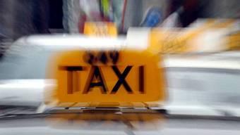 Während einer nächtlichen Fahrt von Basel nach Olten stach der Angeklagte auf den Taxifahrer ein. (Symbolbild)