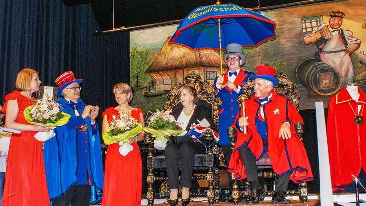 Der Wohler Ehrenkammerer 2016 Niklaus de Chäser mit seiner Gattin Rita, links in Blau der abtretende Ehrenkammerer Harold Külling. Roger Wetli