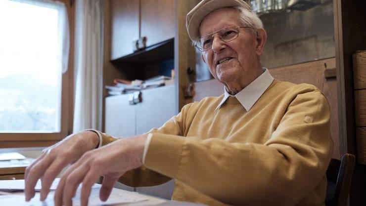 Spannend und ausführlich berichtet Isidor Bürgi (92) in seinem Wohnzimmer vom täglichen Kampf gegen die Tierseuche.