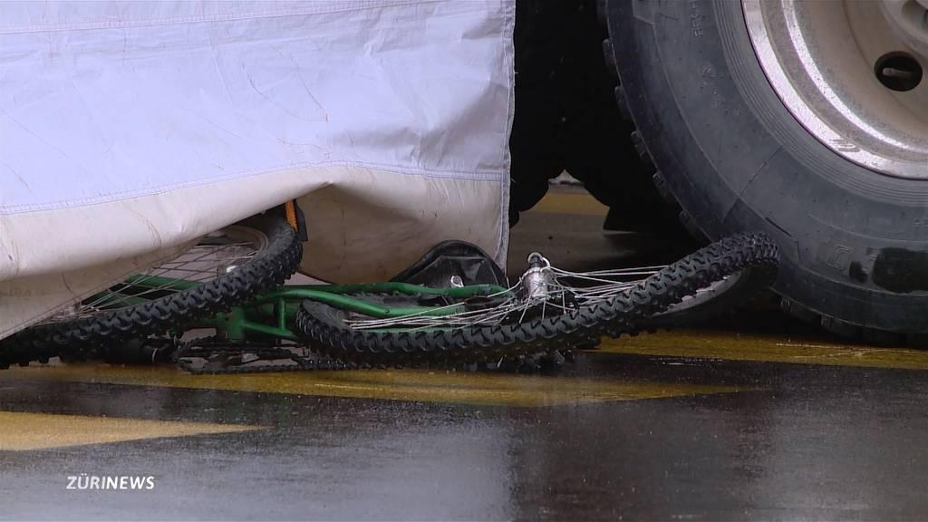 Velofahrerin stirbt nach Unfall in Albisrieden