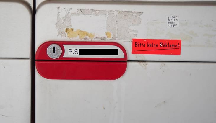 Der Briefkasten ist mit dem richtigen Namen angeschrieben