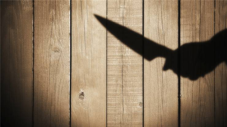 Der Täter bedrohte die Frau mit einem Messer. (Symbolbild)