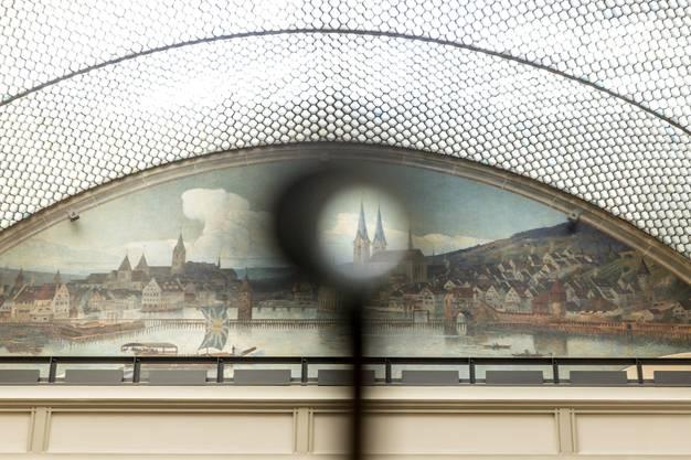 Mit Fernrohren wird auch das Wandgemälde «Zürich ums Jahr 1650» im Stadthaus in die Ausstellung mit einbezogen.