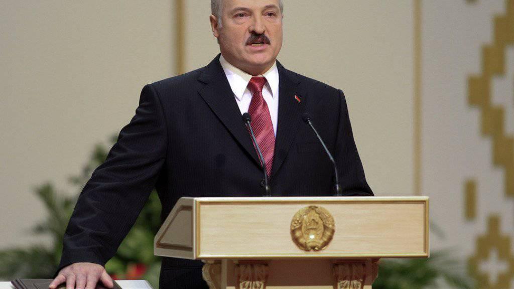 «Jeder Mensch sollte Tiere lieben», findet Weissrusslands Herrscher Alexander Lukaschenko. Mit der Nächstenliebe nimmt er es allerdings nicht so genau. (Archivbild)
