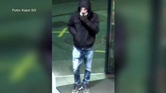 Ein vermummter und bewaffneter Räuber überfiel die Ruedi-Rüssel-Tankstelle. Es ist nicht das erste Mal, dass Räuber sie heimsuchten.