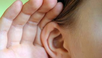 Die Forscher entdeckten bislang unbekannte unbewusste Ohrbewegungen.