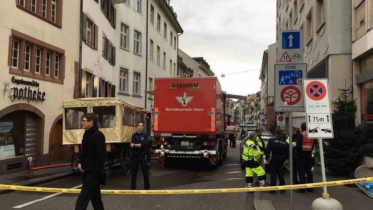 Bei einem Batteriebrand eines Gabelstaplers bei der Manor in Basel gerieten giftige Stoffe in die Luft.