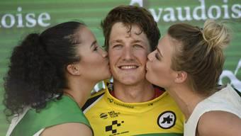 Stefan Küng darf sich küssen lassen – er ist neuer Leader der Tour de Suisse.