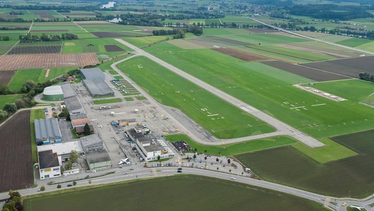 Der Regierungsrat empfiehlt dem Flughafen Grenchen das Projekt Pistenverlängerung zurückzuziehen. (Archiv)