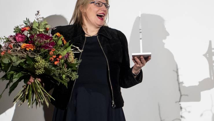 Natalie Urwyler freut sich am Freitag in Zürich über den Prix Courage 2018.