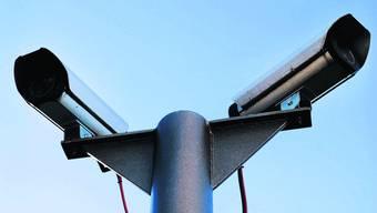 Überwachungskameras werden an öffentlichen Gebäuden in Kölliken installiert.(Symbolbild)