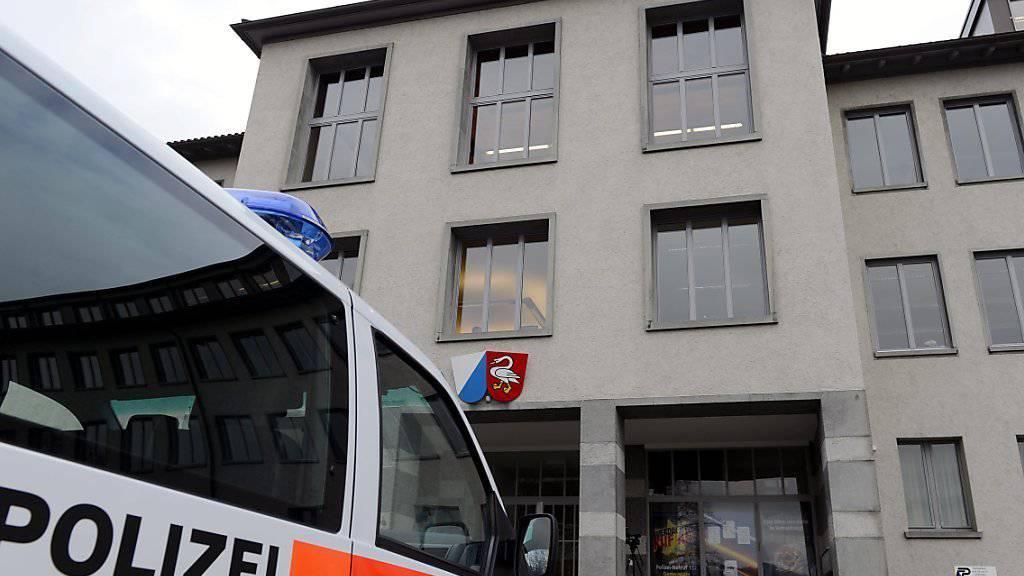 Tötungsdelikt im Alterszentrum: Vor dem Bezirksgericht Horgen ZH stehen seit Dienstag zwei Frauen, die eine Rentnerin umgebracht haben sollen.