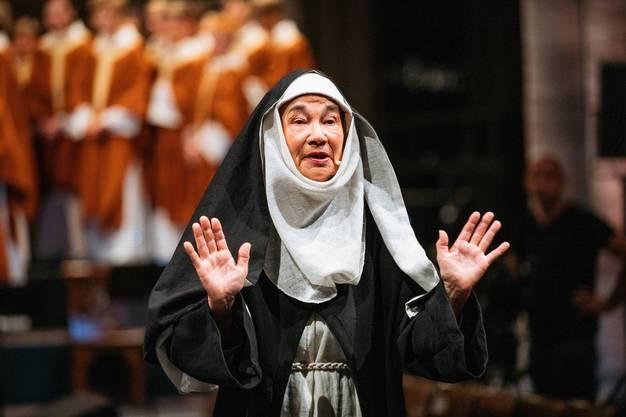 Eine Nonne während der Einweihungsszene.