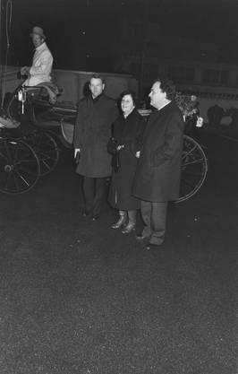Empfang für den frisch gewählten Bundesrat am 17.  Dezember 1983  in Dornach mit Ehefrau Gertrud und Regierungsrat Walter Bürgi