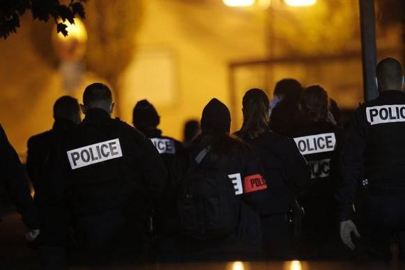 Die Polizei ist mit einem Grossaufgebot vor Ort: Es besteht Terrorverdacht. (Bild: Keystone)