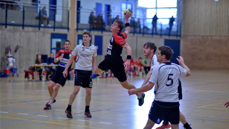 Geschafft: Die Handballer des TSV Frick, hier wirft Captain Jan Hauser, spielen nächste Saison in der 1.Liga. Archiv/zvg