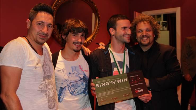 Gewinner des Abends ist indes Jvan Prizio (kleines Bild), der sich über die Gratulationen von Carone freut.