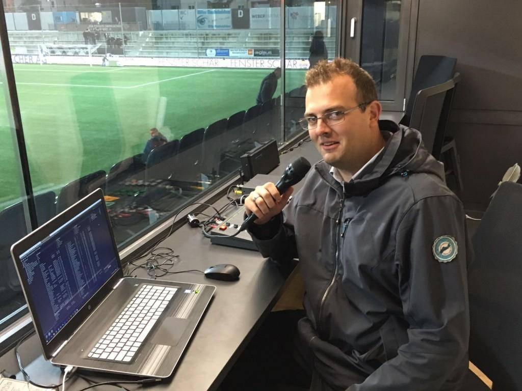 Simon Dudle an seinem «alten» Platz als Stadion-Speaker.