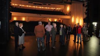 Ungewohnte Perspektive: Für einmal stehen die Theatergäste auf der Bühne. (Bild: Sandra Kohler)