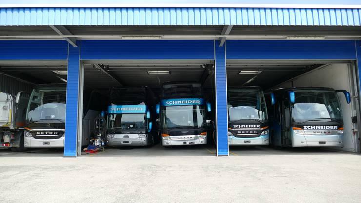 Die Fahrzeuge von Schneider Reisen sind wegen der Coronakrise in der Garage parkiert.