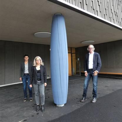 Die blaue Säule ein Schinznacher Baum. Vonlinks: Verena Hartmann, Annina Clavadetscher, Norbert Walker.