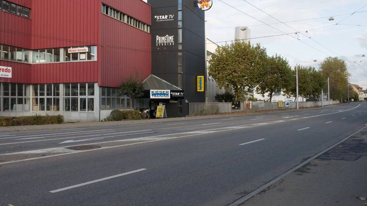 2005 war vom Bio-Technopark, in dem heute zahlreiche Unternehmen angesiedelt sind, noch nichts zu sehen. Bereits wenige Jahre später schaut das erste silberne Hochhaus hervor, das zweite folgt auf dem aktuellsten Foto vom vergangenen Jahr.