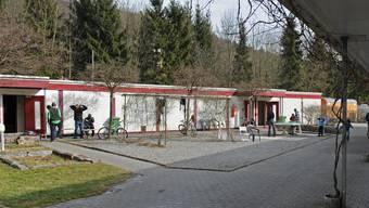 Abgewiesen Asylsuchende müssen zwei Mal täglich - morgens und abends - in der Asylunterkunft Adliswil anwesend sein, ansonsten bekommen sie keine Nothilfe.