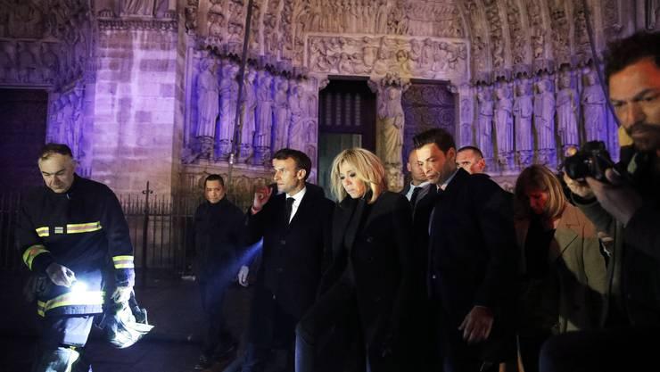 Präsident Macron besucht den Unglücksort.