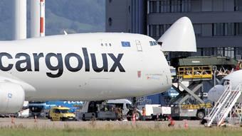 Euroairport: Jumbo schluckt Piranha.