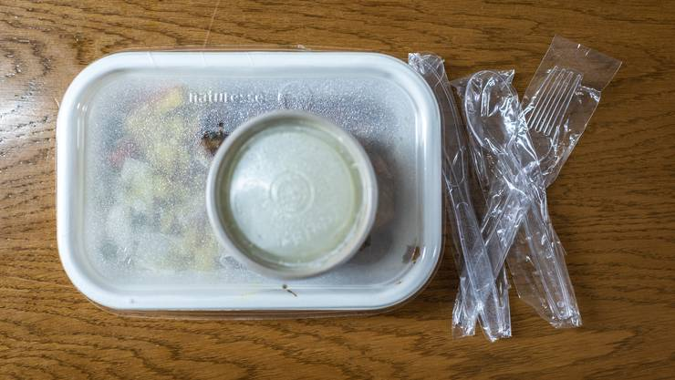 Gibt es in der Migros künftig nicht mehr: Einweggeschirr aus Plastik. (Symbolbild)