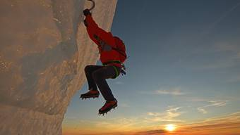 Risikofreudig: Der verstorbene Extrembergsteiger Ueli Steck klettert ohne Seil am Massiv der Jungfrau.