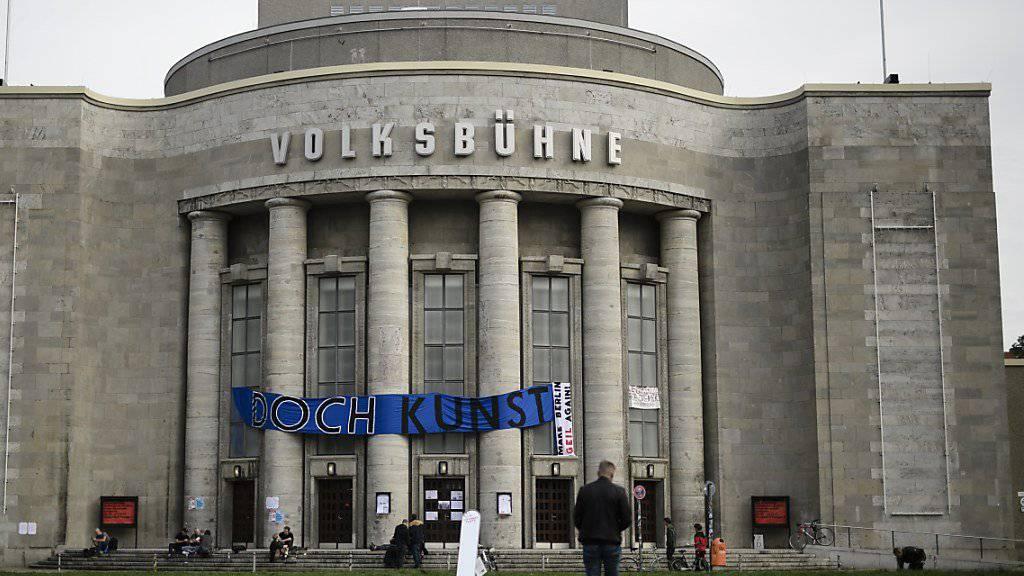 Aktivisten besetzen seit Freitag die Volksbühne in Berlin.