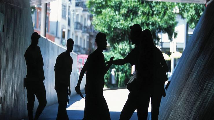 Um in der Gang aufgenommen zu werden, mussten neue Mitglieder dem Leader Bilder von verprügelten Jugendlichen zusenden. (Symbolbild)