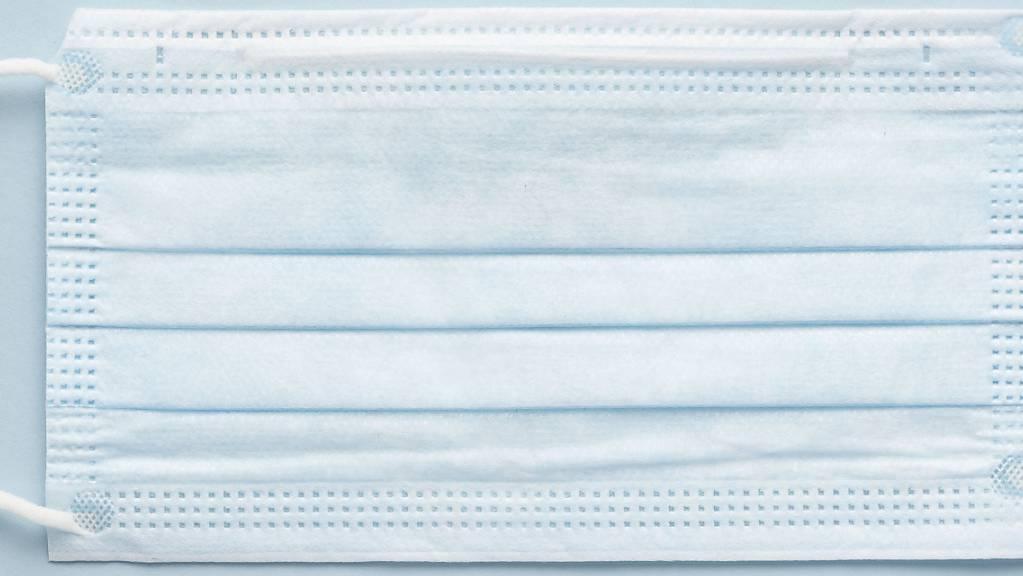 Das VBS hat laut einem Prüfbericht die Hygienemasken zu einem zu hohen Preis eingekauft. (Symbolbid)