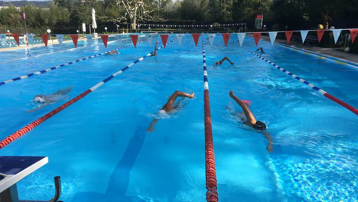 Badi Suhr statt Pyrenäenhöhe, dafür weniger Risiko: Der Schwimmclub Aarefisch hat sein Trainingslager verlegt.