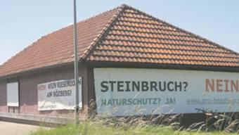 Zeichen des Widerstands am Schützenhaus Gallenkirch: Seit über zehn Jahren kämpft der Verein Pro Bözberg gegen das Steinbruchprojekt.