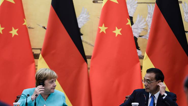 Die deutsche Kanzlerin Angela Merkel und der chinesische Ministerpräsident Li Kequian bei einer gemeinsamen Medienkonferenz nach ihrem Treffen in Peking.