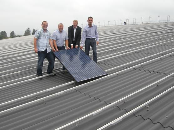 Marco Wolf (Helion), Maurizio Bellino (Projektleiter AEK), Bruno Jordi (GL-Mitglied AEK), Urs Jäggi (Betriebsleiter Sportzentrum Zuchwil)