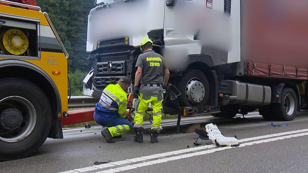 Wegen gelöstem Rad an Lastwagen: Verkehrsunfall auf der A4
