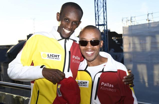 Henry Wanyoike mit seinem Guide Paul Kihumba.