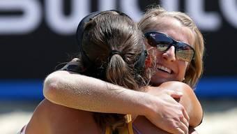 Tanja Hueberli (vorne) und Tanja Goricanec freuen sich über ihren Viertelfinal-Einzug