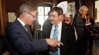 Scherzhaft auch mal «Der doppelte Roland» genannt: Roland Fürst (l.) und Roland Heim nach dem für die CVP erfolgreichen zweiten Wahlgang am 14. April 2013.