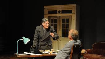 Theaterdirektor und Präfekt im Disput. (Bild Chris Schmied)