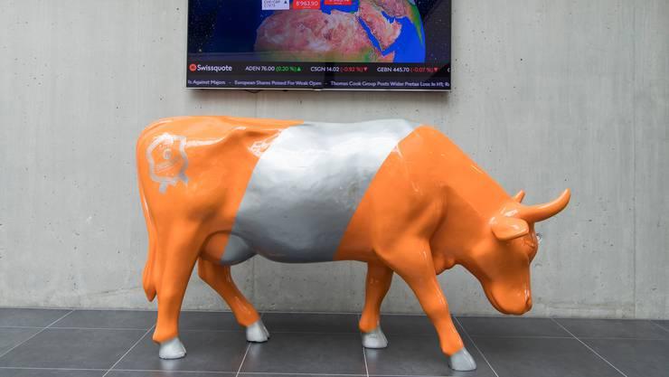 Ein Bulle steht im Hauptsitz der Onlinebank Swissquote. Deren Aktie ist in diesem Jahr stark angestiegen.