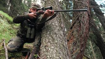 Jäger, Bauern, Förster und Gemeindenwollen nicht, dass der Kanton bei der Jagd das Zepter übernimmt. Die Gemeinden sollen weiter Regie führen.