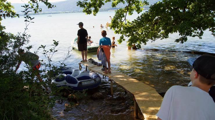 Den Anlegesteg am See haben die Pfadis im selber gezimmert.