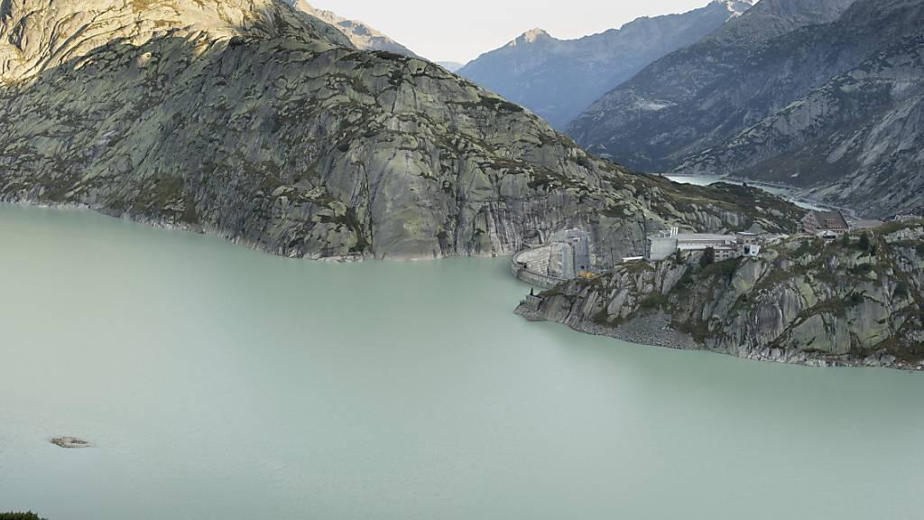 Schweizer Stauseen produzieren grosse Mengen Methan, das zum Teil in die Atmosphäre entweicht. Das Klimagas könnte allerdings als Energieträger genutzt werden, schlagen Forschende vor. (Im Bild: Der Grimselsee)