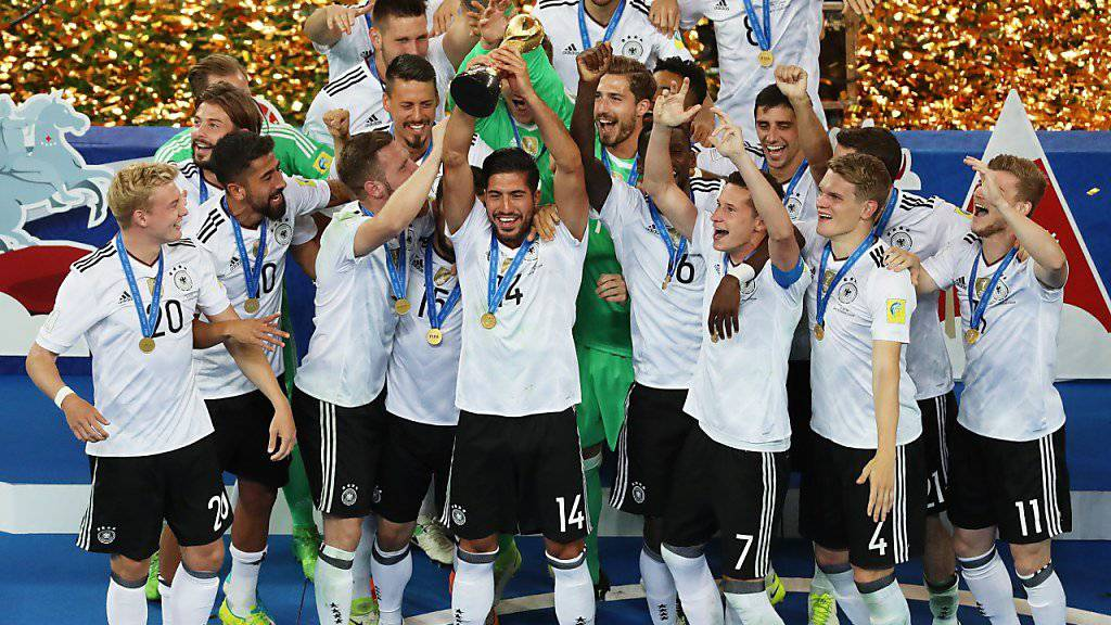 Deutschlands Fussballer jubeln und blicken in eine goldene Zukunft